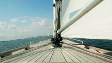 Segelboot im Meer 01