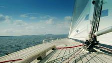 Segelboot im Meer 02