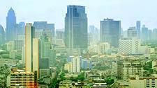 Moderne Innenstadt mit Hochhäusern in Bangkok 01