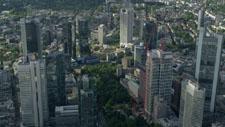 Hochhäuser Frankfurts aus der Luft 01