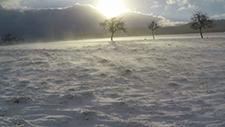 Flug über Schnee bei Wind [Gopro 2,7k] 01