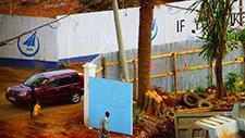 Fussgänger an einer Straße in Nairobi 01