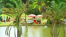 Kiosk an einem Fluss in Nairobi (Kenia) 01