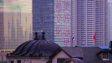 Chinesische Flagge vor Skyline 03