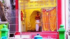 Batu Caves hinduistischer Mönch 01