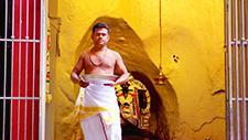 Batu Caves hinduistischer Mönch 02